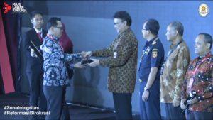 Penyerahan Piagam WBK KPPN Makassar II
